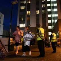 Cinq tours évacuées à Londres