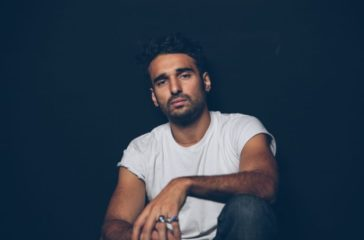 Portrait du comédien Syrus Shahidi